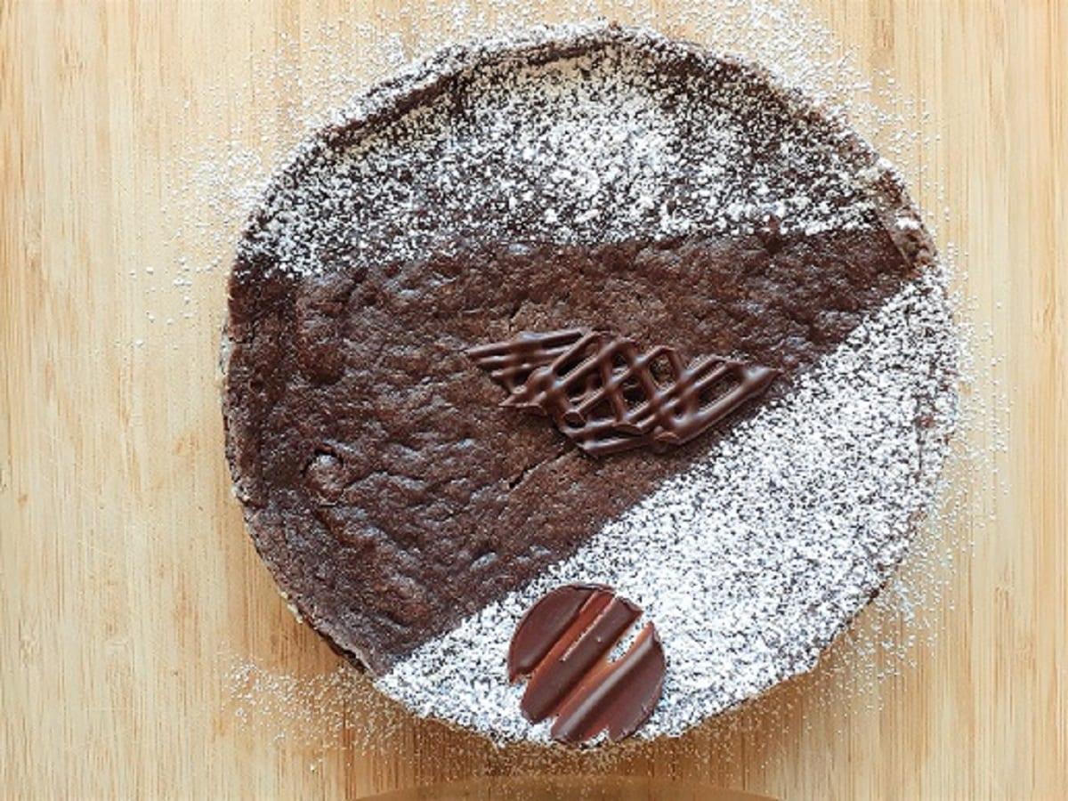 Vegan gooey chocolate cake