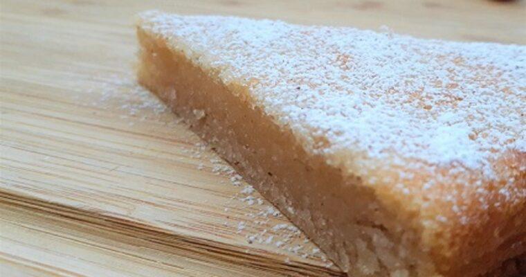 Pear sauce cake