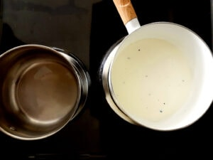 A pot with agar-agar and a pot with vanilla cream
