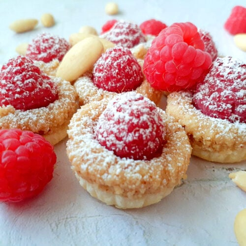 Raspberry tartlets with whole almonds and fresh raspberries